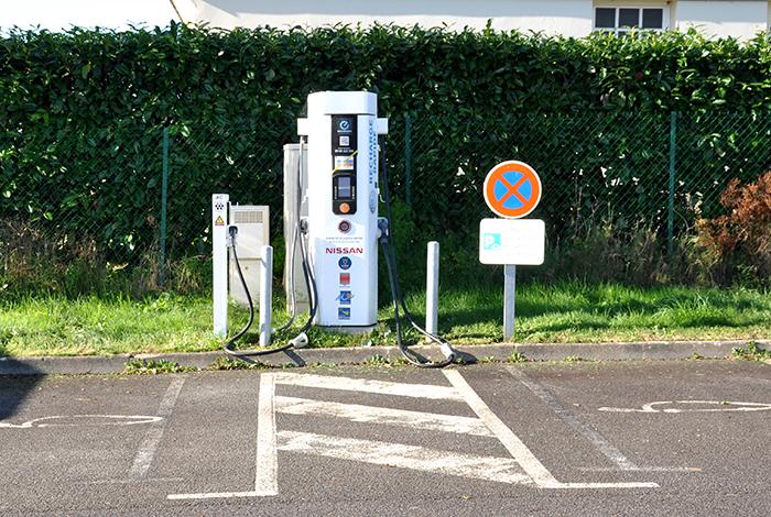 Borne de recharge parking co-voiturage Salle polyvalente
