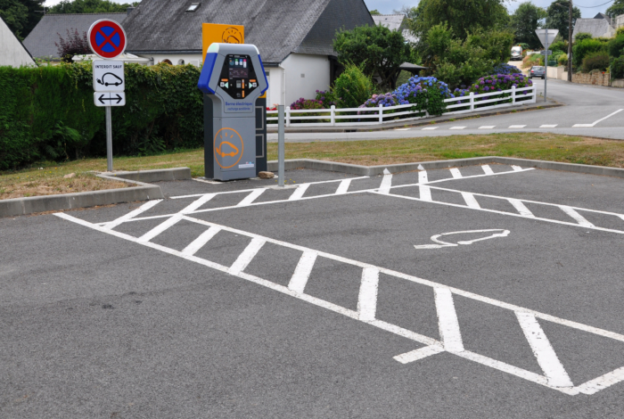 Bornes de recharge électrique accélérée